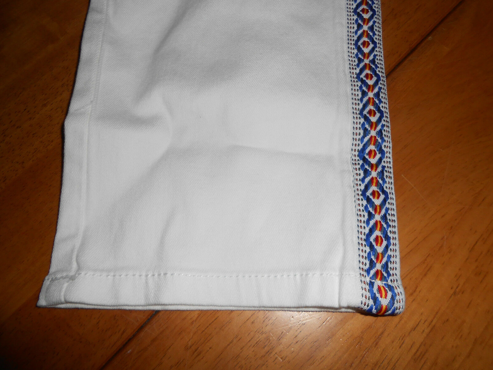 $64 Womens Size 10 Seven 7 White Capri Crop Pants Embroidered Stitched Side