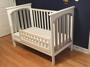 Gently used crib, convertible toddler bed, white, mattress
