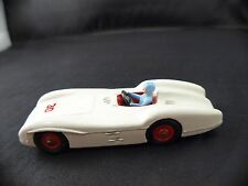 Dinky Toys GB n° 237 Mercedes Benz racing car