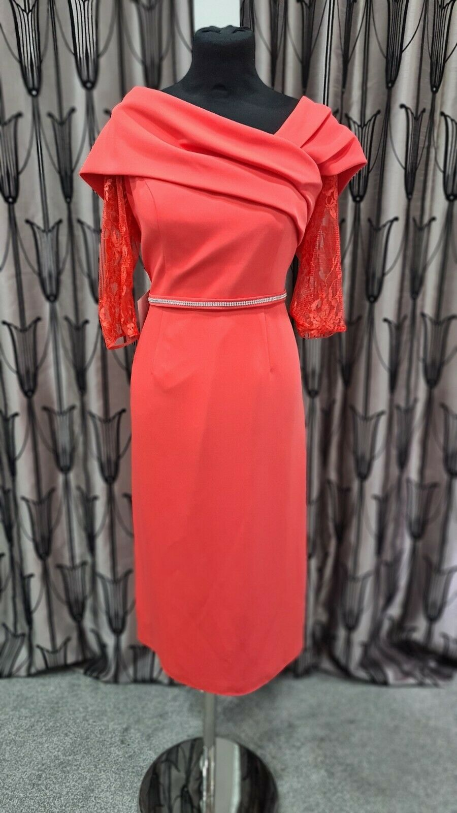 Gabriella Mother of the Bride/Groom. Beautiful coral dress UK12 Lace sleeves