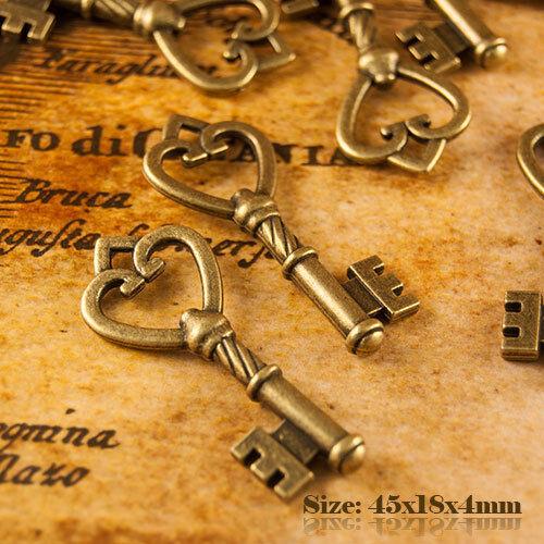 5 Antique Vintage Style Large Bronze Key Charms Pendant 012