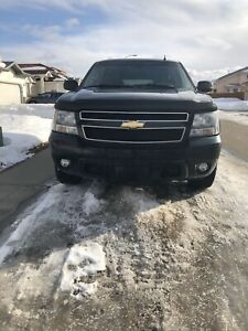 2010 Chevrolet Suburban DVD 4x4 Fully Loaded