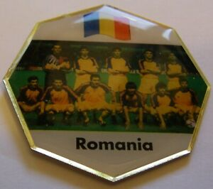WORLD-CUP-94-USA-SOCCER-ROMANIA-TEAM-PICTURE-FIFA-FOOTBALL-vintage-pin-badge-Z8J