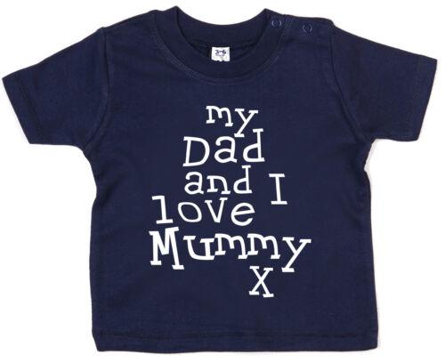 """Baby /"""" My Dad /& I Love Mumie /"""" Junge Girl Muttertag Mum Geburtstagsgeschenk"""