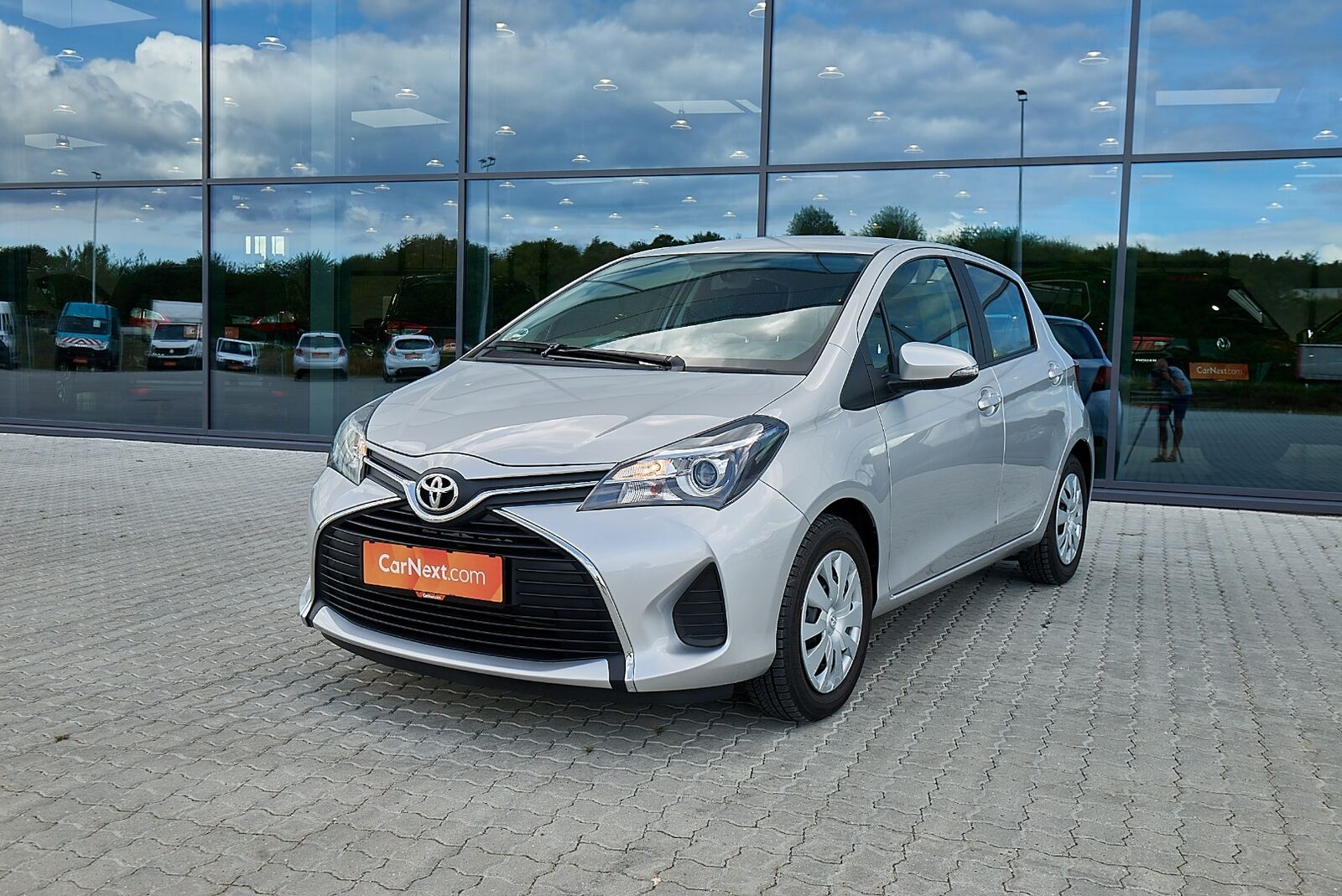 Toyota Yaris 1,0 VVT-i T2 5d - 104.900 kr.