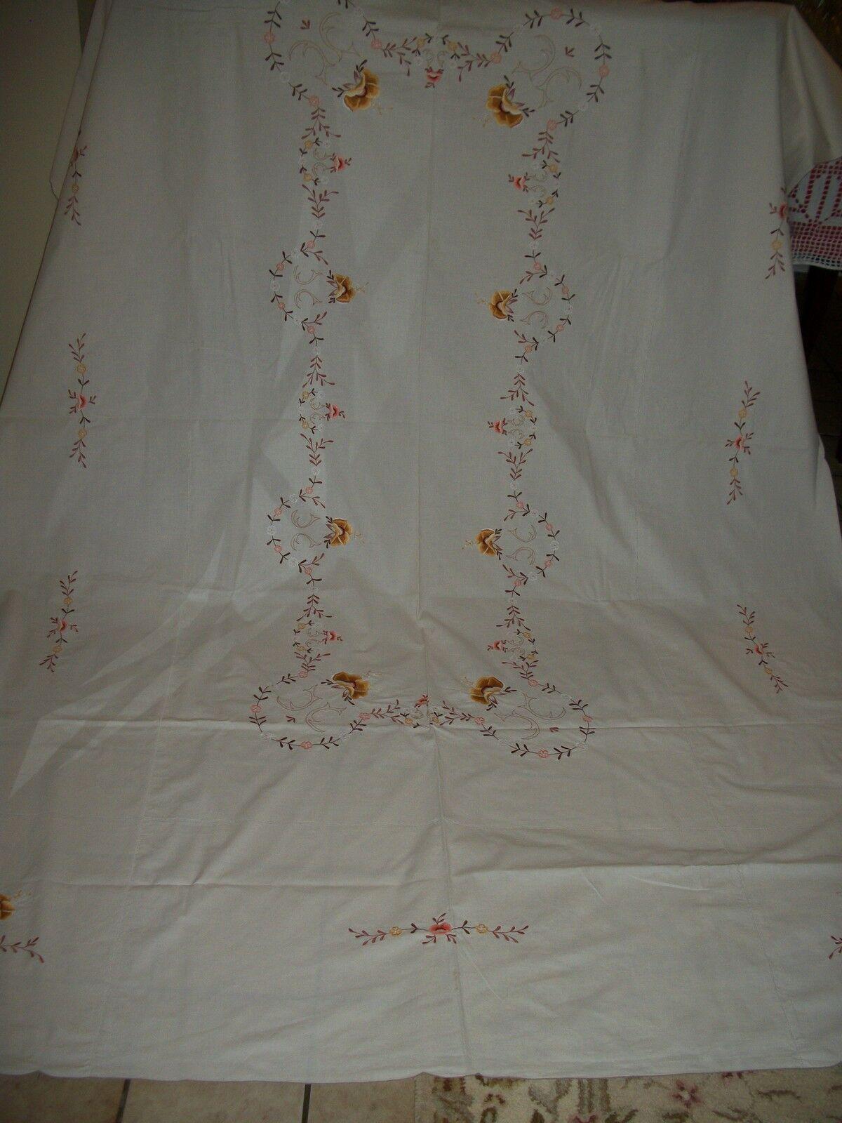 VINTAGE nappe avec broderie à fleur ivoire couleur taille 67  X 101  pouces