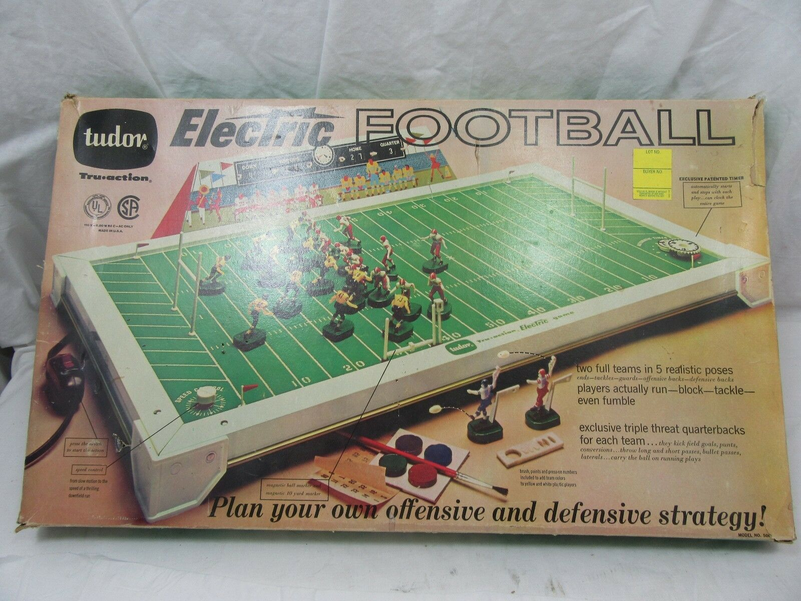 VINTAGE 1969 TUDOR GAMES ELECTRIC FOOTBALL GAME MODEL 500 W/ PLAYERS