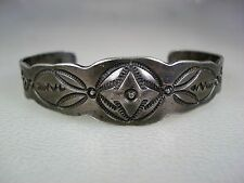VERY OLD 1920s HANDWROUGHT NAVAJO FILE STAMPED COIN SILVER BRACELET