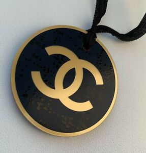CHANEL-VIP-GIFT-plastic-logo-charm-gold-blue-round-NEW-LE-2019