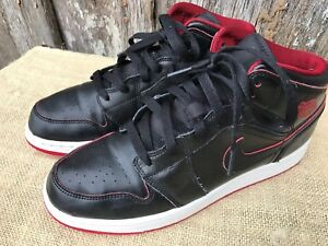 6bc4381f23f040 PAIR OF YOUTH SIZE 7 BLACK   RED LEATHER NIKE AIR JORDAN BASKETBALL ...