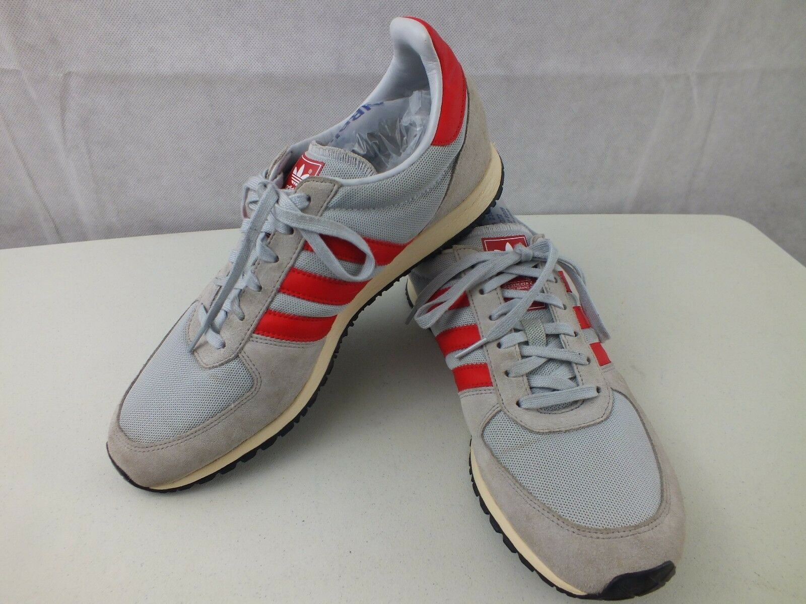 Adidas Hombre gris / Rojo Shoes 3 Stripe Athletic Sneakers Shoes Rojo Talla 9.5 El mas popular de zapatos para hombres y mujeres c9d5ec