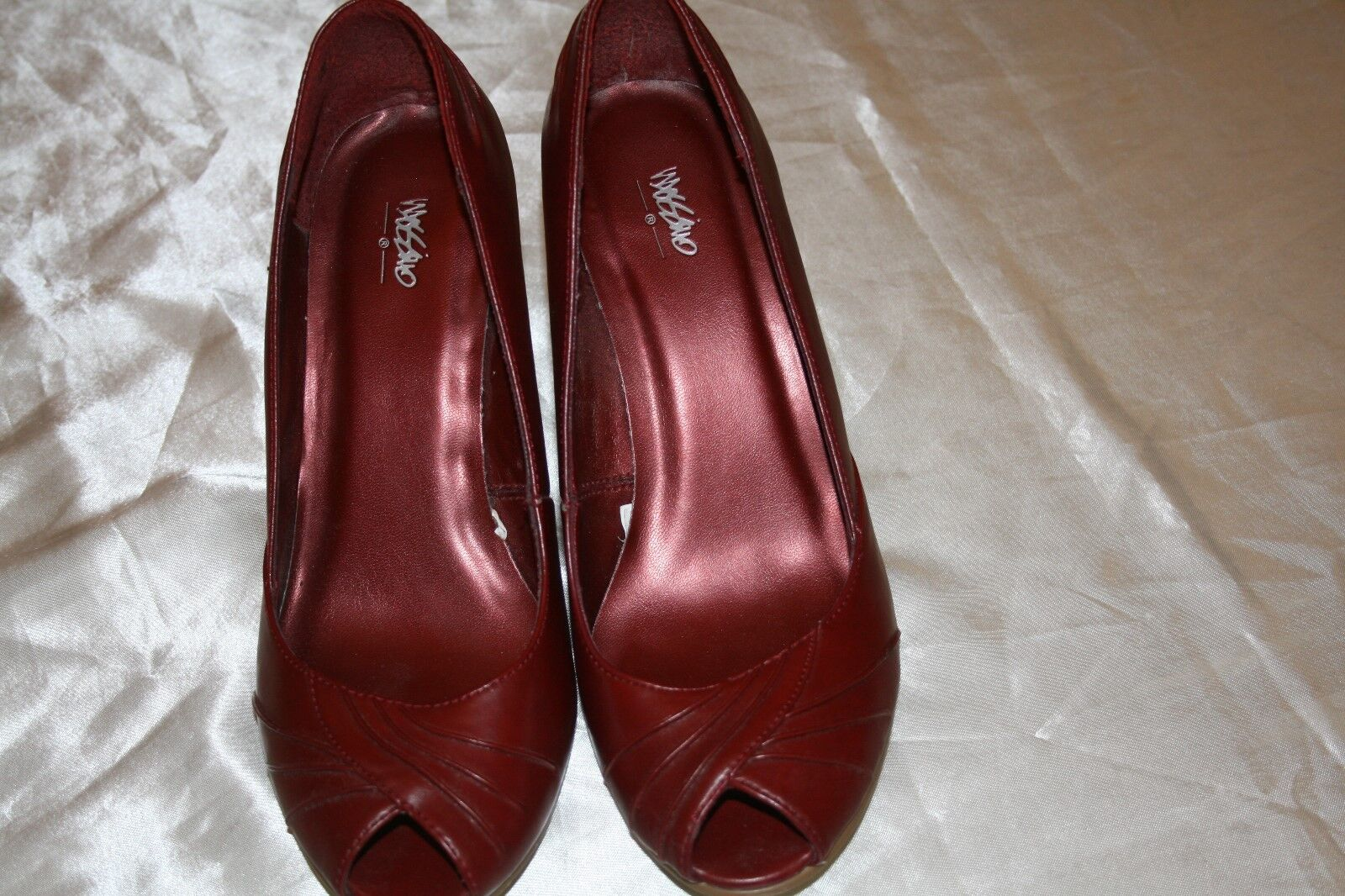 Mossimo Brownish Red Style 096082711 Shoes 3.5