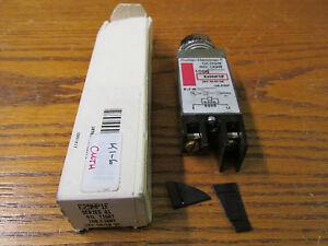 NEW NOS Cutler Hammer E29NP1F Oiltight Indicator Light 24V 50/60Hz FINS DAMAGED