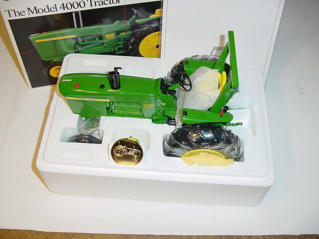 1 16 John Deere 4000 Precision  5 Tractor W ROPS by ERTL W Box  Never Displayed