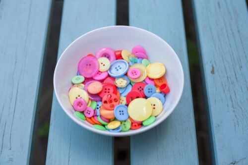 Greens Yellows Packs of 10 20 Summer Colour Buttons in Pinks 50 100 from 99p