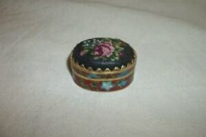 ANTIQUE-CLOISONNE-PETIT-POINT-PILL-BOX-ROSES-RED-TURQUOISE-LINED-Early-1900-039-s