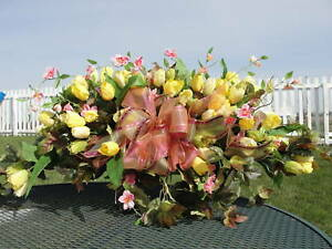 Eternal-Love-Funeral-Sympathy-Cemetery-Memorial-Tombstone-Saddles-Yellow-Tulips