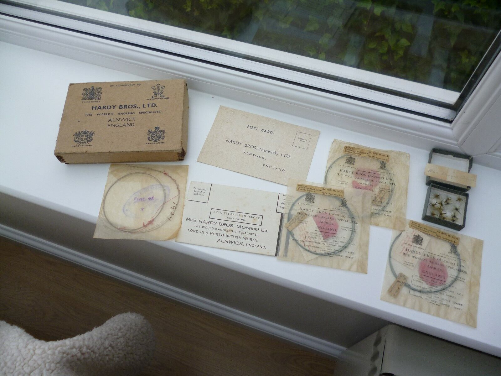 VINTAGE EARLY 1930's HARDY RETAIL CARD BOX WITH VERY RARE FISHING ITEMS