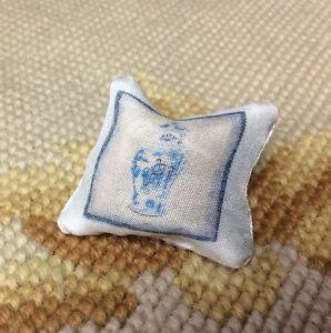 Pat Tyler Dollhouse Miniature Blu Bed Sofa Chair Pillow Cushion Bolster p670
