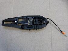 Ford Mustang 15- Amplificación Soporte Cerradura Manija de puerta izquierda LH