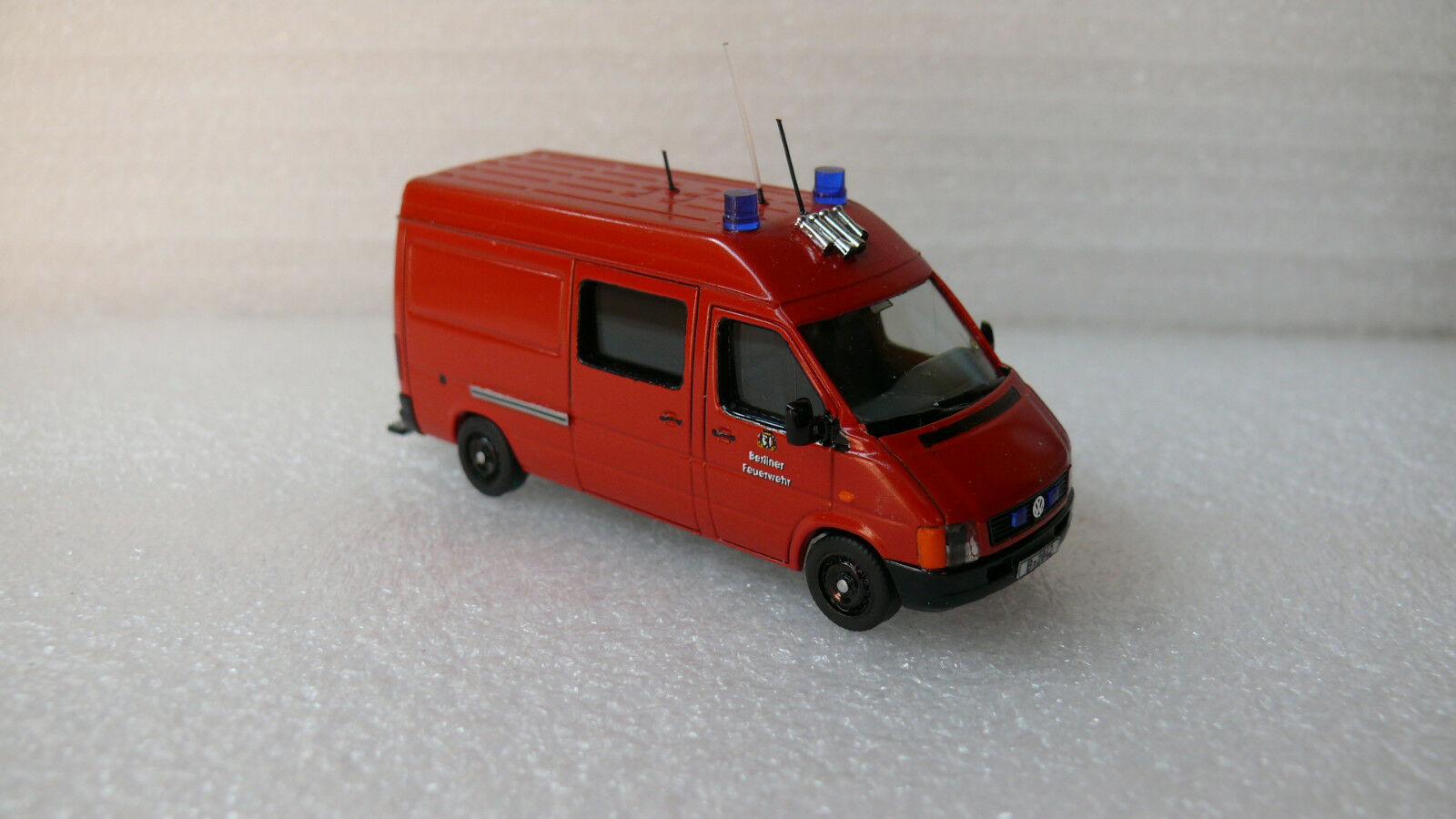 Berliner VIGILI del FUOCO CAMION 1 VOLKSWAGEN LT 28 BOTTIGLIE AUTO B - 2842 h0 Top