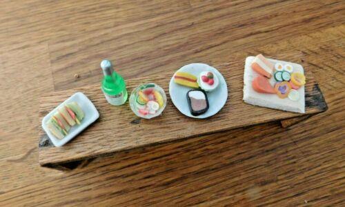 Casa De Muñecas 1//12th Placa De Madera Navidad Buffet alimentos queso y placas de China