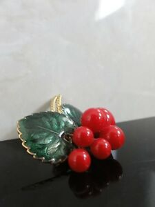 VTG-AWESOME-RED-BERRIES-GREEN-ENAMEL-LEAVES-GOLD-TONE-BROOCH