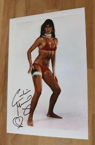 ORIGINAL-Autogramm-von-Caroline-Munro-pers-gesammelt-20x30-Foto-100-ECHT
