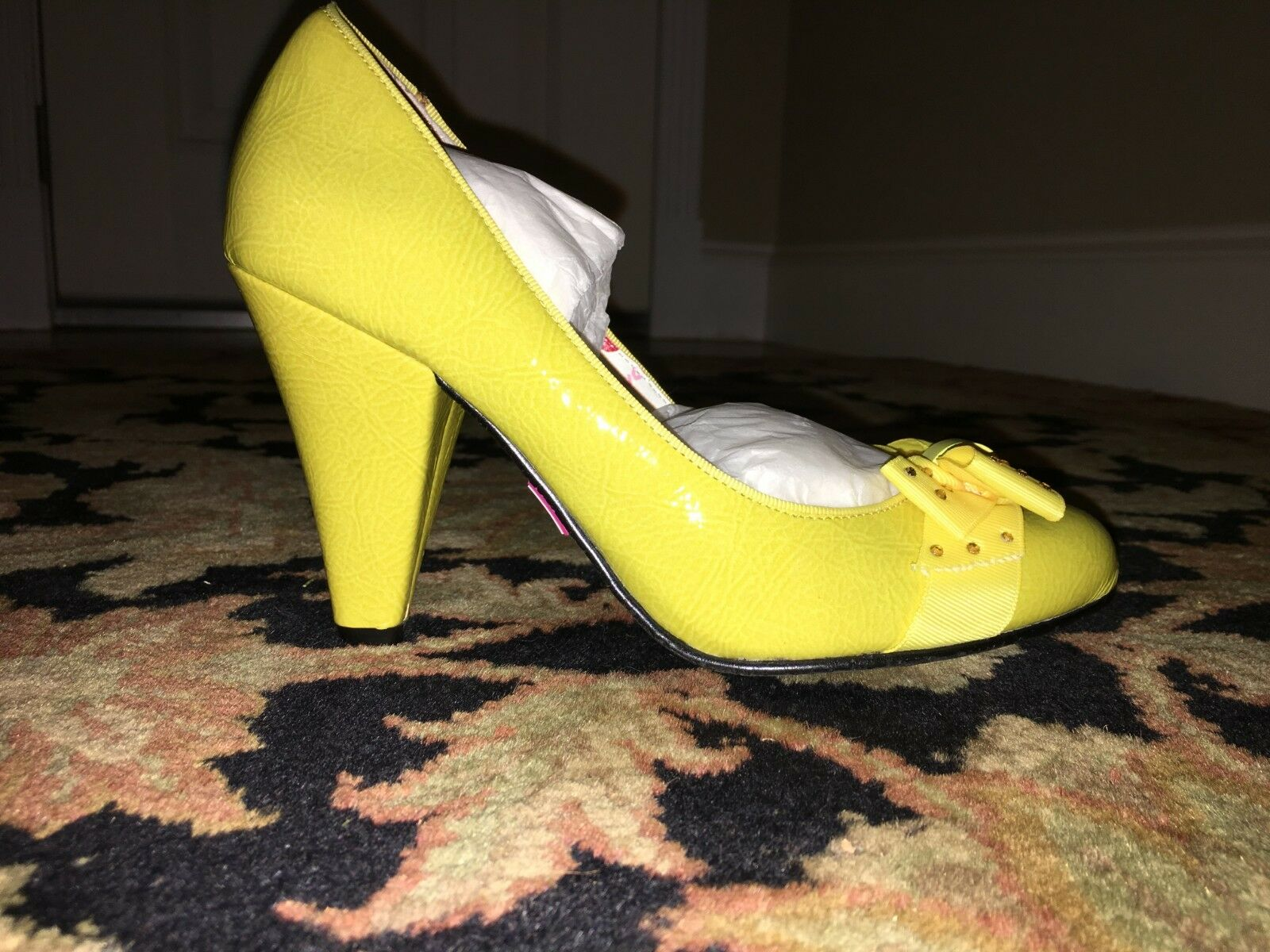 Betseyville Aisha Yellow Heels Size 6 1 2 Brand Brand Brand New Never Worn, bow with jewels 0bd5ed
