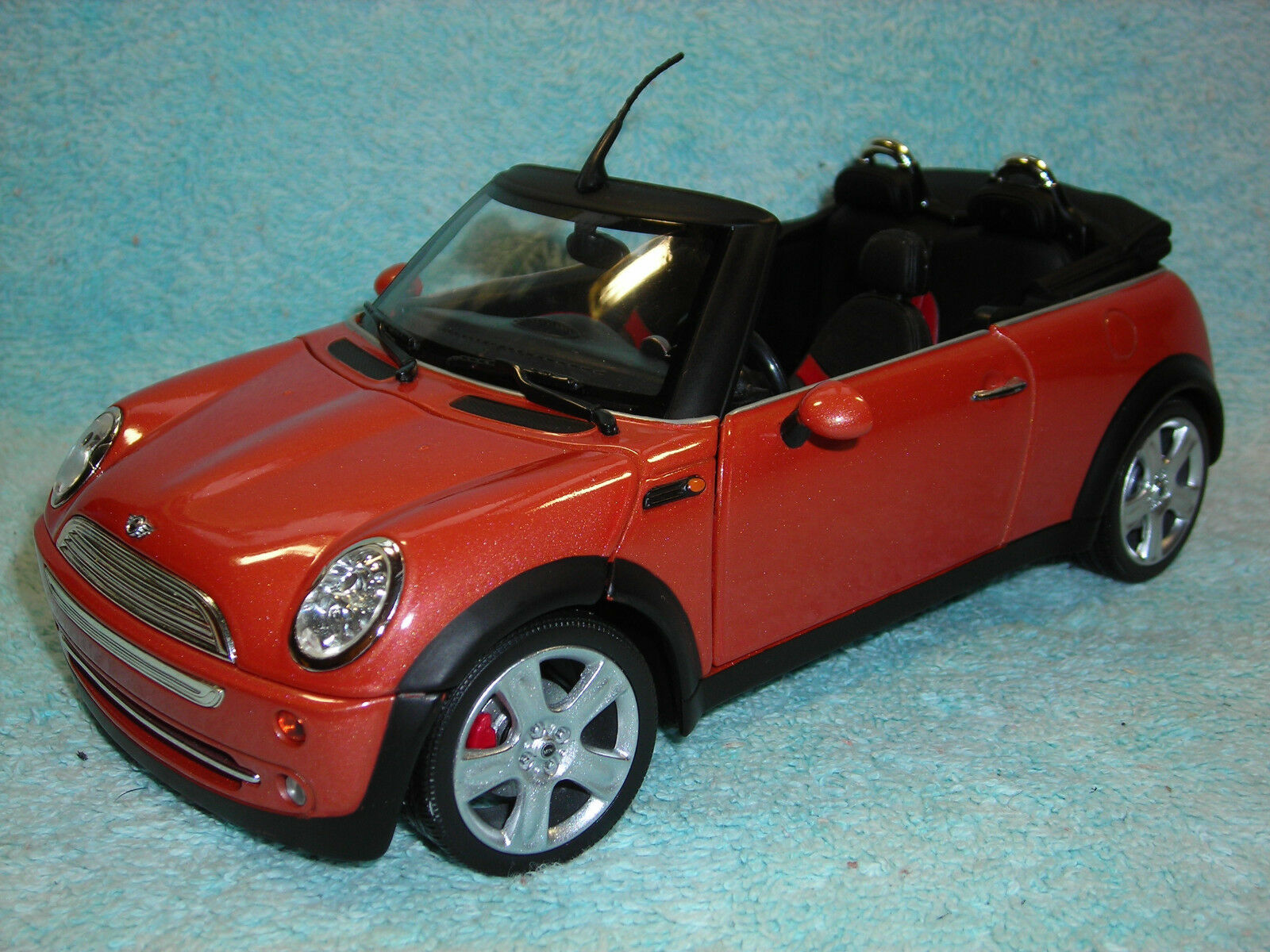 1   18 - skala mini cooper cabrio in metallic - druckguss 2003 korallen von 100% hot wheels.
