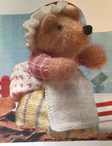 """Knitting Pattern Toy Mrs Twiggy-winkle 8/"""" In Height"""