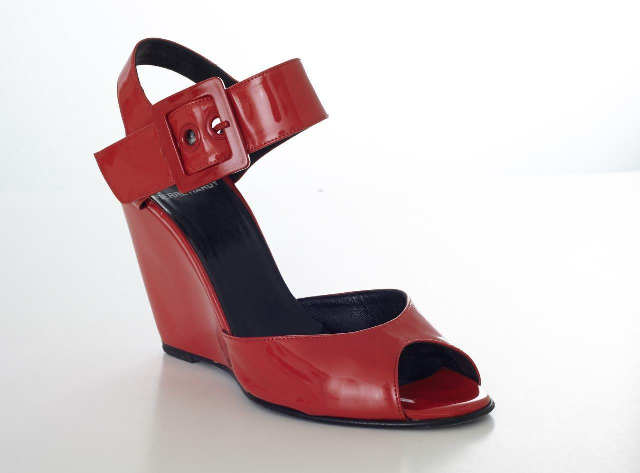 PIERRE HARDY ROT Patent Leder Buckle Strappy Strappy Strappy Peep-Toe Wedge Heels Sandales 9-39 c890e3