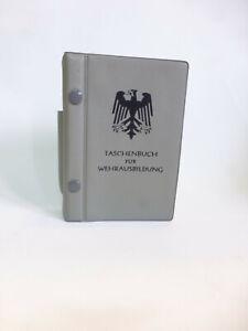Taschenbuch-fuer-Wehrausbildung-Heer-28-Aufl-1970-Minister-Helmut-Schmidt