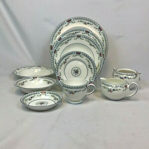 NEW-MINT-UNUSED-ODD-LOT-10-PIECES-WEDGWOOD-ROSEDALE-DINNER-LUNCH-SALAD-PLATES