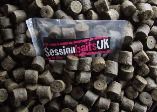 SPICY SAUSAGE PRE-DRILLED HALIBUT PELLETS HIGHLY FLAVOURED 20MM BLACK 80G