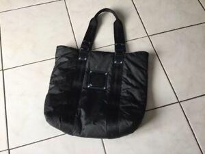 Détails sur Sac LONGCHAMP toile noire ,coutures bleues et cuir verni noir
