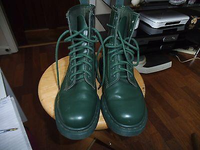 BNWT GREEN  DOC MARTENS ORIGINAL BOOTS SIZE 5