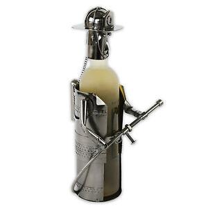 Flaschenhalter-Weinflaschenhalter-Flaschenstaender-Metall-FEUERWEHRMANN-in-silber