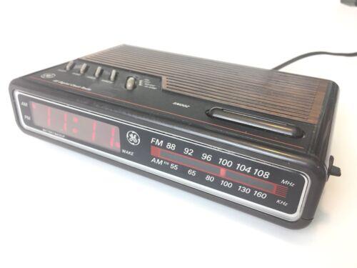 VINTAGE GE 7-4612B General Electric Digital Alarm Clock Radio TESTED WORKS