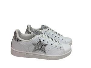 Scarpe sneakers basse donna pelle bianca pitonata glitter for Parete bianca con glitter argento