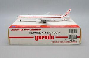 JC Wings 1:400 Garuda Indonesia B777-300(ER) 'Republik - Flaps Down' PK-GIG