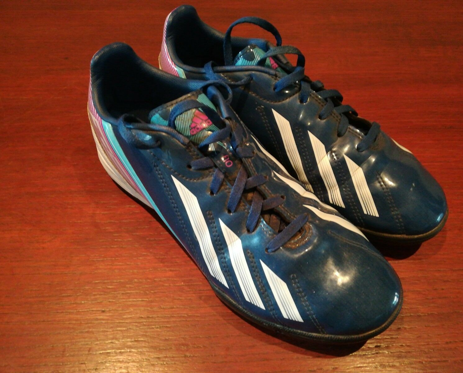 Mens Adidas size 5.5. Astro Turf / All Weather Football Trainers. F10.