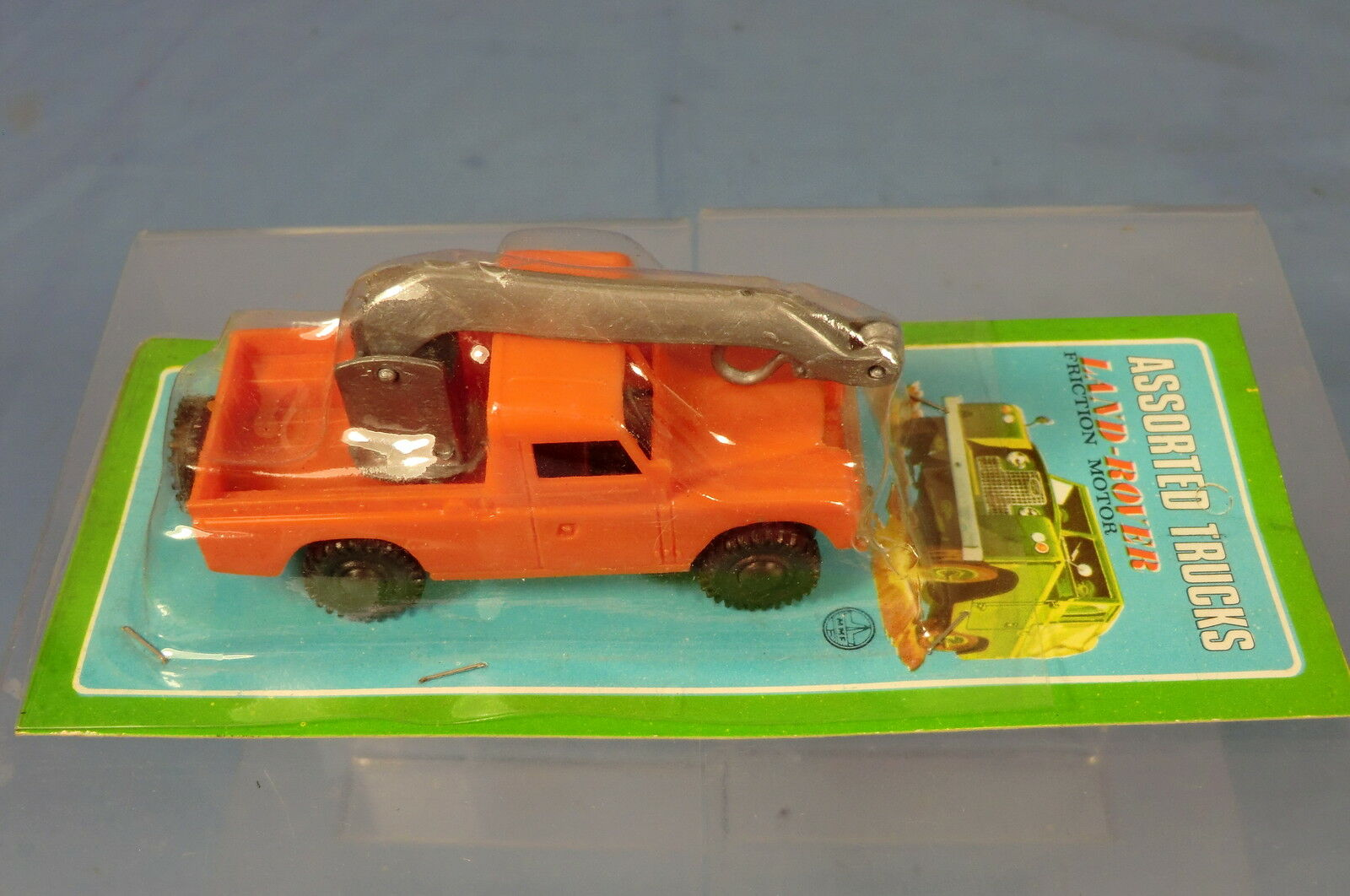 VINTAGE MMF PLASTIC FRICTION DRIVEN LAND ROVER WITH HI-AB  MIC