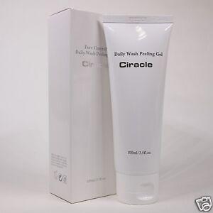 Sữa rửa mặt tẩy da chếtdạng gel làm sạch sâu, kiềm dầu và sạch mụn đầu đen Ciracle Daily Wash Peeling Gel