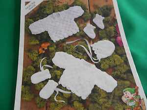 Baby-039-s-angel-top-matinee-coat-bonnet-mitts-boots-size-10-18-knitting-pattern