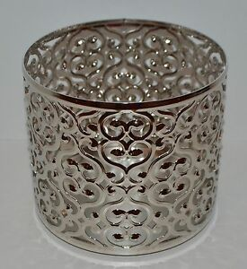 NEW-BATH-amp-BODY-WORKS-OPEN-HEART-SWIRL-LARGE-3-WICK-CANDLE-HOLDER-SLEEVE-14-5-OZ