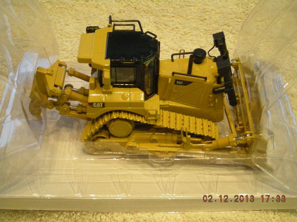 Tractor tipo de pista 55299 Cat D8T Nuevo En Caja