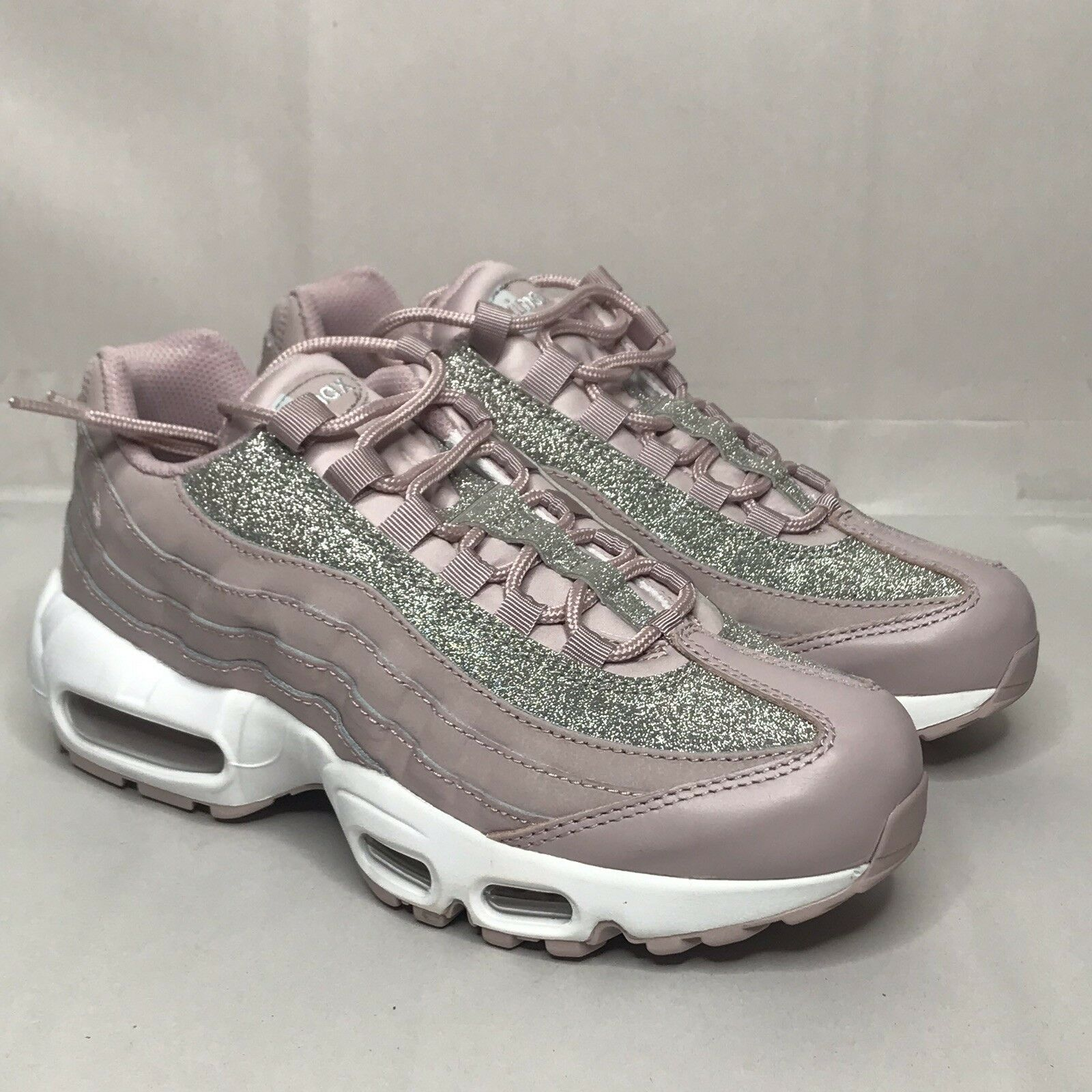 NIKE Air Max 95 Se Womens Style  AT0068-600 Size  7