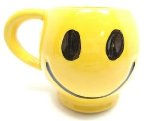 VINTAGE 1970s MCCOY POTTERY CO COFFEE CUP MUG HAPPY SMILEY FACE YELLOW CERAMIC