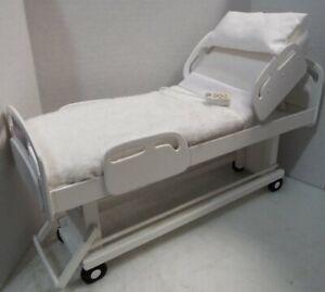 1 / 6ème échelle figure d'action poupée Barbie Playscale lit d'hôpital réglable
